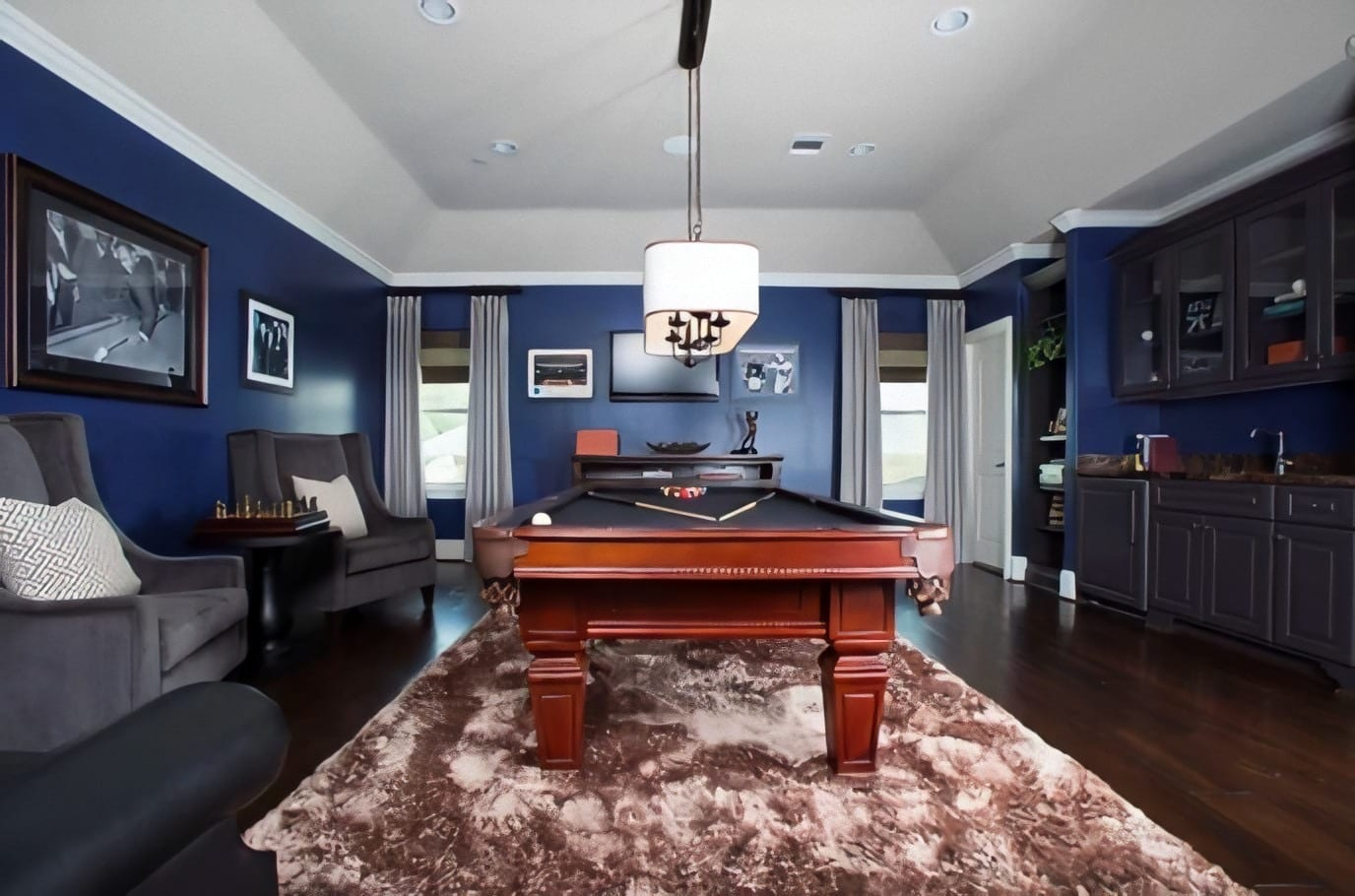 Nice pool table in the center of the room